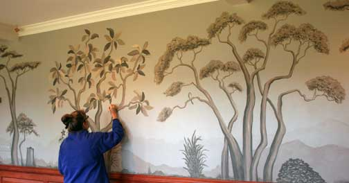 linda paints a mural